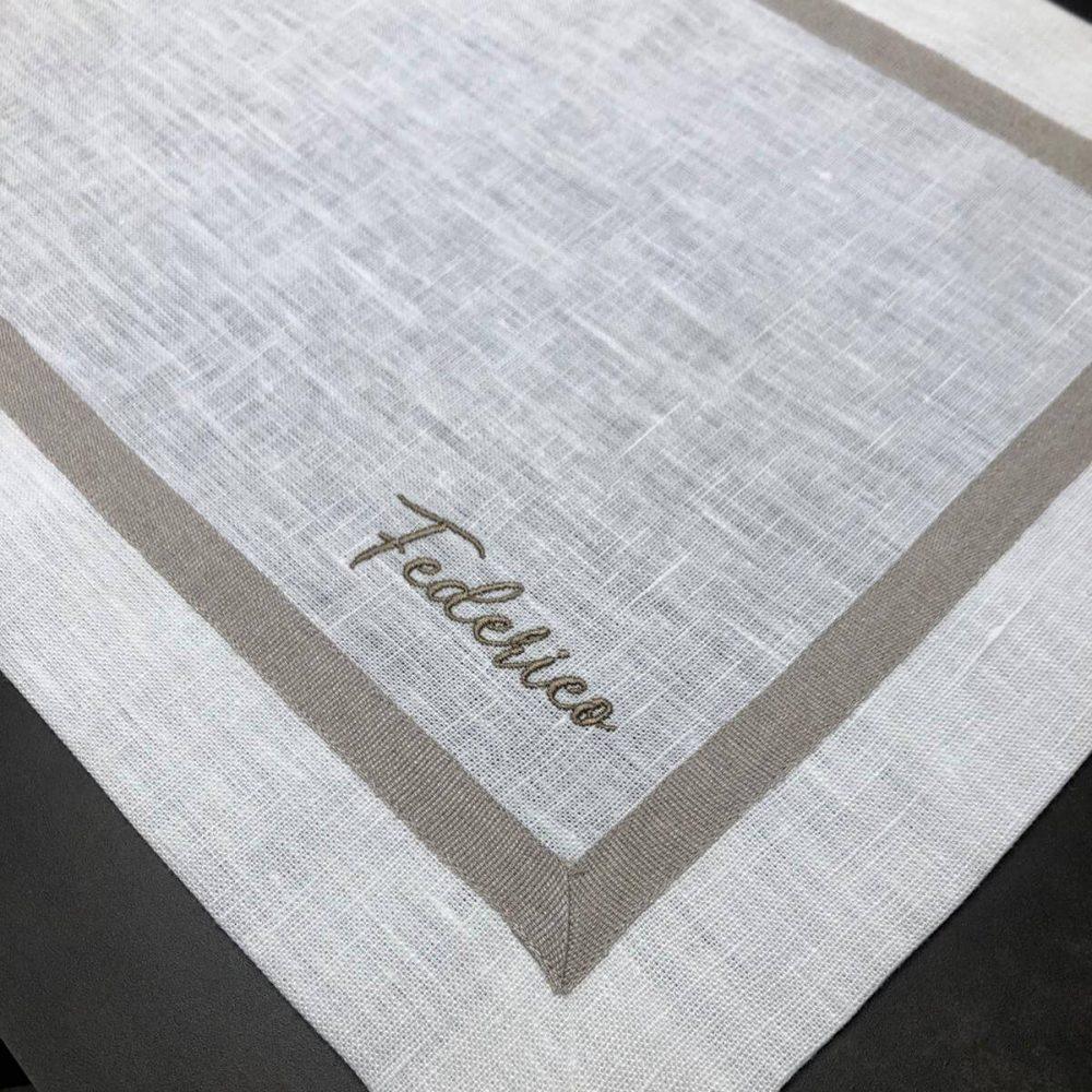 Tovaglietta in puro lino con dettaglio ricamato
