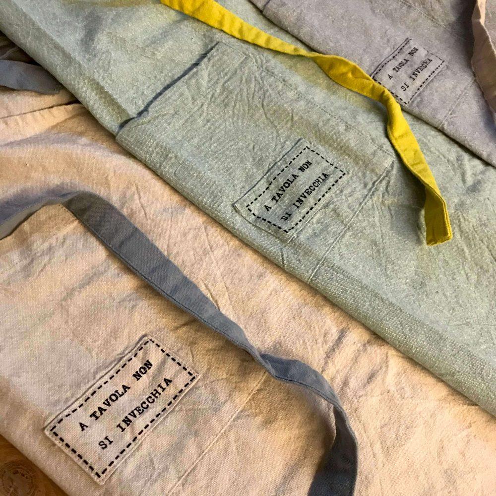 Grembiule con pettorina in cotone dettaglio frase stampata